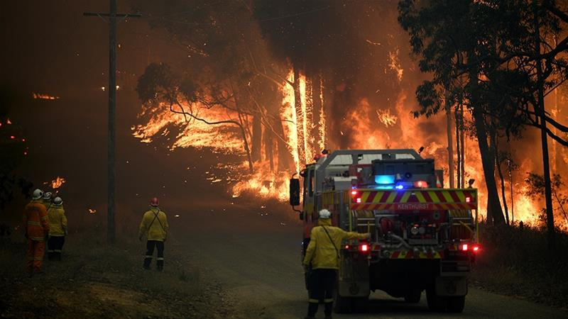Firefighters battling the Australia fire.