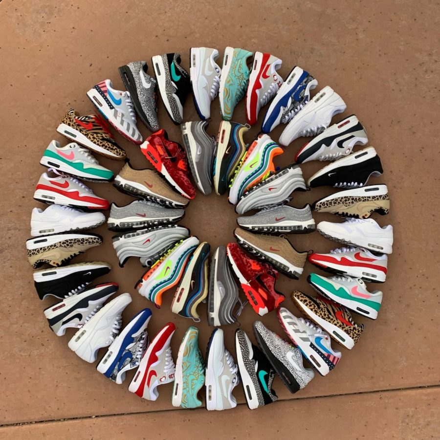 A+circle+of+Nike+shoes.