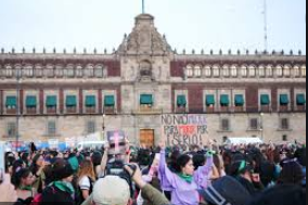 This is a picture that represents the march in Mexico against the femicide.